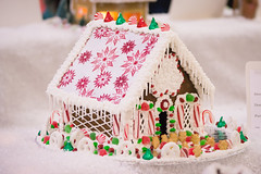 candy roof (raspberrytart) Tags: festivaloftrees christmas gingerbread gingerbreadhouse gingerbreadcookie cookie candy decorating nikon d7100