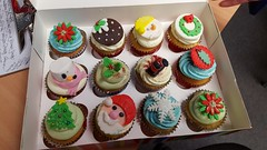 357/365 - Christmas Cakes (Stacey Coxall) Tags: 365the2017edition 3652017 day357365 23dec17 christmas cupcake