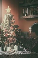 La luz de la Navidad (Monica Fiuza) Tags: snowman muñecodenieve decoraciónnavidad whitechristmas minavidad juegolvm niño nieve snow christmastree árboldenavidad xmas christmas navidad
