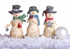 Three Snowmen (Karen_Chappell) Tags: xmas holiday decor decoration ornament ornaments christmas three snowman white red green birchhearts stilllife 3 noel