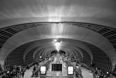 trajectory (Fotoristin - blick.kontakt) Tags: bangkok airport suvarnabhumi architecture murphyjahn helmutjahn curves lines contruction arcs blackandwhite people travel trajectory fotoristin