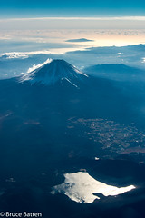 171226 HND-FUK-18.jpg (Bruce Batten) Tags: glitter northpacificocean subjects reflections cloudssky atmosphericphenomena aerial lighthouses fuji trips occasions oceansbeaches mountains honshu shizuoka yamanashi locations snowice japan lakesponds minamikomagun yamanashiken jp businessresearchtrips
