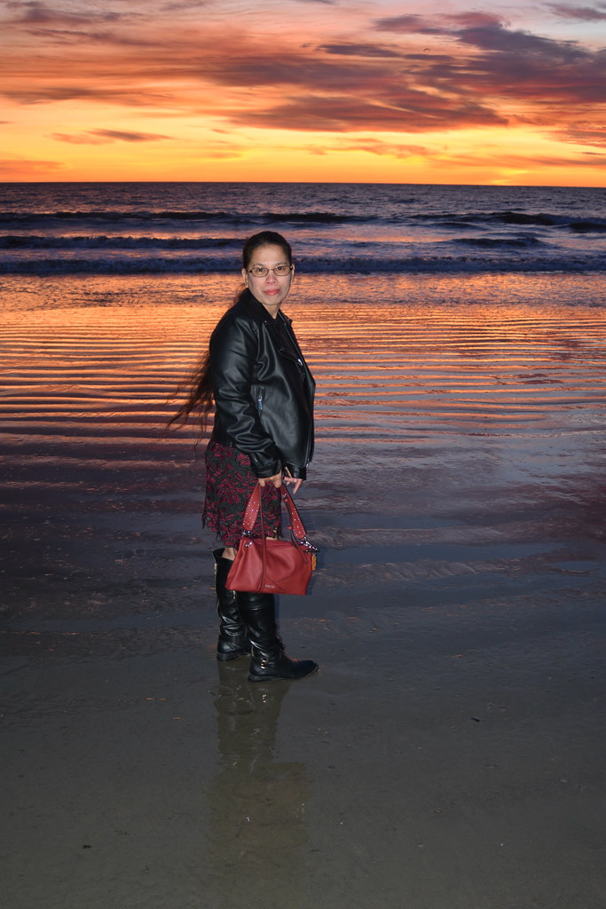 DSC_3932 (stephenjholland) Tags: beach beautifulladyladies beauty  beautypretty wife filipina husband sand sunset sun