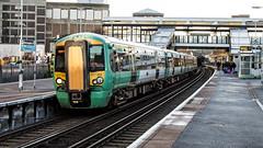 377202 (JOHN BRACE) Tags: 2002 bombardier derby built electrostar 377202 southern livery east croydon station
