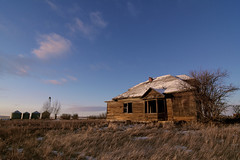 In the late-day sun (Len Langevin) Tags: abandoned old house home building farm architecture forgotten derelict prairie canada alberta nikon d7100 tokina 1224 weatheredwood