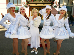 Marilyn Monroe and the Diamond Bellas (meeko_) Tags: marilyn monroe marilynmonroe actress diamond bellas diamondbellas marilynandthediamondbellas characters universalorlandocharacters newyork universal studios florida universalstudios universalstudiosflorida themepark orlando universalorlando christmas universalchristmas holidaylikethis