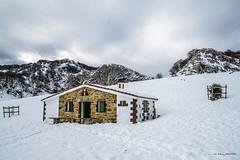 Ganguren aterpetxea (Jabi Artaraz) Tags: jabiartaraz jartaraz zb euskoflickr arraba gorbea nieve invierno negua elurra refugio ganguren
