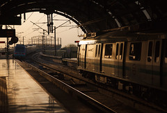 NewDelhi_20160327_18h04m14s (Badi Gasstelo) Tags: india newdelhi metro subway