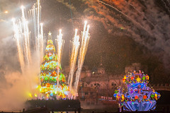Nighttime Wishes (Duyap92) Tags: disneysea christmas disneyland tree fireworks show japan tokyo resort color