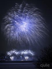 un autre recommencement  |  Bonne année 2018 (cjuliecmoi) Tags: feuxsurglace montréal parccitéduhavre vieuxmontréal feuxdartifice longueexposition