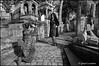 shooting au cimetière. (gérard lavalette) Tags: cimetièrepèrelachaise gisant pèrelachaise tombe mode fashion femmes women girls photographie gérardlavalettephotographeparis