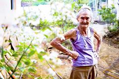 Ignês #2 (AdrianoSetimo) Tags: elderly aged ancient garden jardim idosa santabárbara minasgerais people pessoa woman olympus penf mzuiko25mm18 bokeh olympuscolors mft m43 retrato portrait ngc