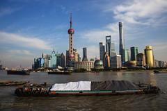 Chine Shanghai, le fleuve Huangpu (louis.labbez) Tags: chine ville china town labbez asie asia shanghai huangpu fleuve bateau boat building architecture batiment ciel tour immeuble rivière reflet reflection