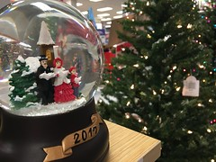 2017 Sears Snow Globe (austindodgephotography) Tags: concordnh concord concordnewhampshire nh newhampshire newengland merrimackcounty sears steeplegatemall christmas holiday holidays tree snowglobe 2017 novelty knickknack departmenstore