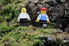 Zwei Lego-Männchen gucken sich die Landschaft an (Chips199) Tags: lego legofiguren outdoor outside minifigure macro makro garden nature spielzeug toy toys objects baum tree