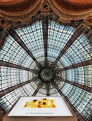 het nieuwe ------ (roberke) Tags: koepel coupole glas reclame parijs paris shop winkel magasin galerie architecture architectuur chanut 1912 smeedijzer geleurdglas interieur indoor indrukwekkend impressive