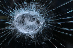 Impact Crater (gripspix (OFF)) Tags: 20180207 rottweil germany deutschland badenwürttemberg endétail detail decay zerfall pane scheibe cracked zerbrochen kinggeorgespub glass glas