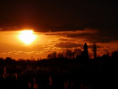 Sunset Sunday 25 - 2 -2018 Hichtum, Fryslân (CloudBuster) Tags: natue zonsondergang sunset platteland friesland fryslân nederland the netherlands orange oranje black zwart wolken clouds sun zon zonneschijn sunshine winter afternoon middag hichtum village natuurverschijnsel