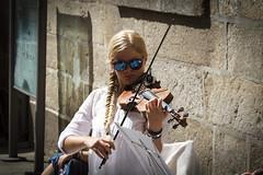 Sunglasses (jc.mendo) Tags: jcmendo canon 7d tamron 18270 violinista violinist gafas sol sunglasses violin calle street musica musico mujer rubia woman blond arte art