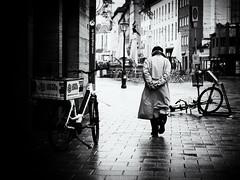 walking (Sandy...J) Tags: olympus city stadt walking walk deutschland germany monochrom man blackwhite bw black white street streetphotography sw schwarzweis strasenfotografie urban noir atmosphere atmosphäre alone photography fotografie winter bike bicycle fahrrad gehen hands