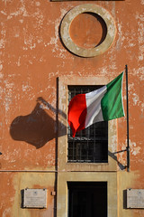 Roma (Thomas Roland) Tags: flag door orange wall house building outdoor museo archivio di fotografia storica trastevere rome rom roma italia italy italien europe europa travel rejse holiday city by stadt roman tourist tourism destination visitors