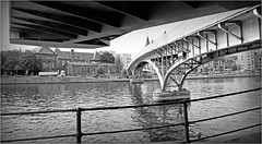 La passerelle et la Meuse, Liège, Belgium (claude lina) Tags: claudelina belgium belgique belgïe liège fleuve meuse passerelle pont bridge
