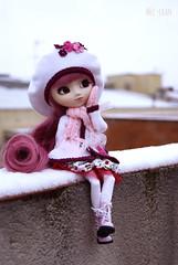 Nouveau in the snow (fliki-mec) Tags: pullip melody winter snow rewig doll pink lolita hat jun planning