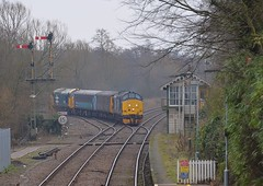 37425 top n tail with 37407, leads the Short Set across the Junction at Brundall, with the 13.17 service from Great Yarmouth to Norwich. 21 02 2018 (pnb511) Tags: class37 trains drs directrailservices shortset wherrylines track train loco locomotive diesel semaphore signals post dolly signalbox station points