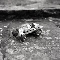 Mercedes (Dsam7) Tags: rolleicordvbtype2 rolleicordvb ilfordhp5 xenar mercedes