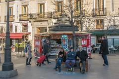 devant kiosque à journaux (Edwige7833) Tags: madrid street photography magasins restaurants et cafés