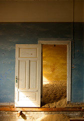 IMGP3742 Open Door (Claudio e Lucia Images around the world) Tags: kolmanskuppe kolmanskop namibia namib namibdesert ghosttown diamondtown oldtown abandoned abandonedtown sandcovered covered pentax pentaxk5 pentax18135 legno finestra muro door shadows shade