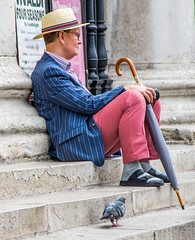 Relaxing at St. Martin's in the Field (upnhyyjy91) Tags: london stmartininthefields trafalgarsquare
