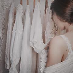 Blanco (Teresa Risco) Tags: white dresses clothes selfportrait selfportraiture girl lady woman vintage intimism soft pastel filmlike antiguo romantic romantico chica mujer ropa vestidos blanco intimidad suave monochromatic monocromatico