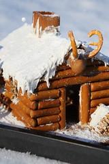 The gingerbread log cabin (II) (dididumm) Tags: gingerbreadlogcabin christmas winter snow baking homemade selbstgemacht backen gebäck schnee weihnachten lebkuchenblockhaus lebkuchenblockhütte lebkuchen