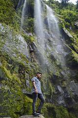 Puto (Tato Avila) Tags: colombia colores cálido agua cascada naturaleza cascadalachorrera vida