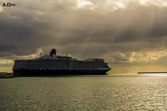 Queen Elizabeth (A.Grau) Tags: crucero navio malaga andalucia españa spain nikon puerto mediterraneo