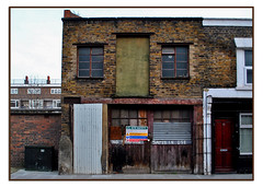 CLOSED EASTEND of LONDON WORKSHOP & GARAGE. (StockCarPete) Tags: brickwork closed limited no14 london eastlondon gatesinuse signage londonlettering oldsign workshop garage blocked