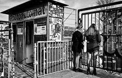 - untitled - (-wendenlook-) Tags: sw bw monochrome street streetphotography berlin friedrichshain urban warschauerbrücke sony a7ii alpha7ii 3528 35mm zeiss 1160 f9 iso100