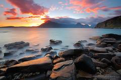 ELGOL (Obikani) Tags: elgol skye scotland beach cuillins rocks sunset light clouds mountains sea landscape seascape sun color nature alavavision