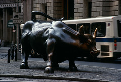 Wall Street, New York (Roger Gerbig) Tags: newyorkcity nyc manhattan canonf1 canonfd35105f35 kodakeb2100 elitechrome 135film 35mm slidefilm transparency rogergerbig wallstreet
