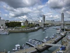 Brest, Recouvrance (chando*) Tags: basenavale bateaux boats brest bretagne bridge brittany ciel cityscape clouds finistère nuages pont recouvrance remorqueurs sky tourtanguyμ towboats penfeld