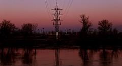 Alto voltage (portalealba) Tags: zaragoza zaragozaparque aragon españa spain ebro agua cielo sunset atardecer portalealba canon eos1300d 1001nights 1001nightsmagiccity