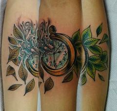 Reloj con el paso del tiempo (Bastian Klak) Tags: swatch tattoo tatuaje klak bastianklak santiago chile reloj bolsillo leaves hojas colortattoo gac bastiangac time