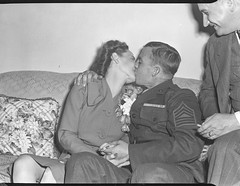 Des Moines Register Collection0730.jpg (The Digital Shoebox) Tags: activity madeinusa blackandwhite serviceman memories scan couple epsonv700 kissing iowa desmoinesregister original couch kodak