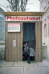 Photoautomat (Monkeypainter) Tags: film kodak wien summicron35 urban m2 leica portra400 vienna street photoautomat