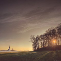 Heavenly Light (M a r i k o) Tags: iphone iphonex iphoneography iphonephotography mobile mobilephotography mariko square church chapel kirche kapelle sunset light hill trees woods sky meadow traxl bavaria bayern germany snapseed stackables handyphoto
