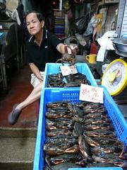 Presentación crustàcea (grand poulet) Tags: cangrejo itsanaruphap bangkok tailandia mercado
