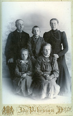 Family from Drev (DameBoudicca) Tags: portrait porträtt porträt retrato ritratto 肖像 sister syster brother bror vintage old kvinna frau femme woman mujer donna 女 man mann varón homme uomo 男 child barn kind enfant niño bambino 子 son hijo fils figlio daughter dotter tochter fille father dad daddy far pappa vater padre père 父 mother mum mutter mamma mor madre mère 母 sweden sverige drev dref idapehrsson cabinetcard