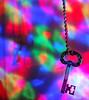 Schlüssel zum versteckten Schatz (Antje_Neufing) Tags: schlüssel key bunt colorful farbig knallig kette