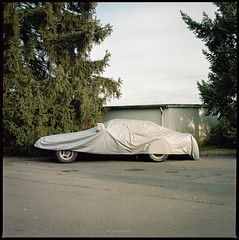 Corvette Camaro (Konrad Winkler) Tags: auto oldtimer corvettecamaro plane garage tannen strase dorf provinz kodakporta160 hasselblad503cx 6x6 mittelformat epsonv800